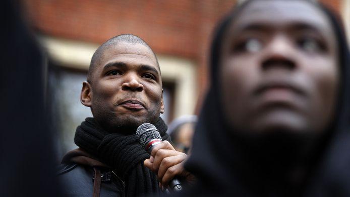 Gario tijdens het protest 'Zwarte Piet Niet' op het Beursplein in 2013.