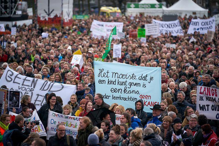 Leraren voeren actie op het Malieveld in Den Haag tijdens een landelijke onderwijsstaking begin dit jaar. Beeld Phil Nijhuis