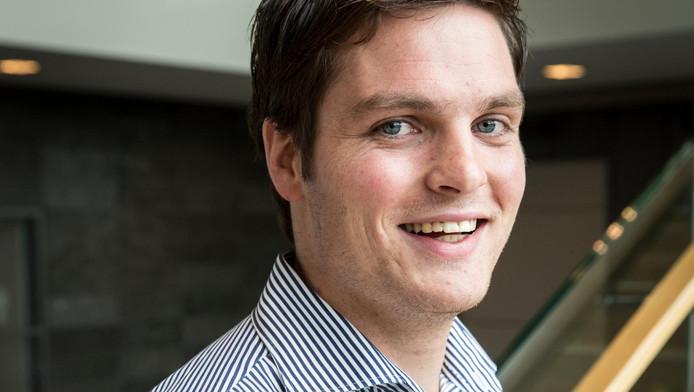 Bart Horstman komt uit Tubbergen en praat met een Twentse tongval. Hij nam logopedie om zijn accent te verminderen.
