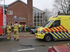 Basisschool in Wageningen ontruimd; leerlingen onwel door brandlucht