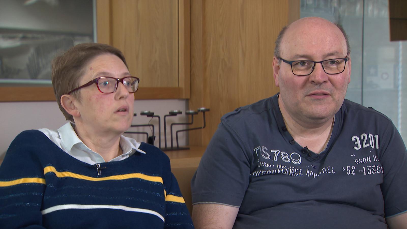 De ouders van het meisje zijn ontredderd: hun dochter heeft dringend hulp nodig, maar kan nergens terecht.