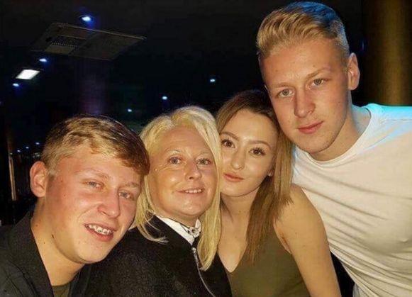 Mandy met haar drie kinderen.