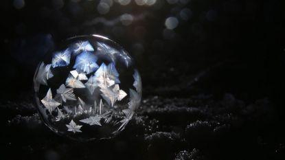 Zeepbellen die bevriezen zijn adembenemend mooi