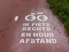 Met twee naast elkaar op de fiets is vaak gevaarlijk