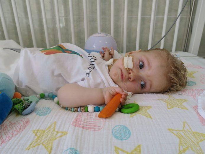 Jayme van Pelt uit Rijswijk. Hij werd momenteel in Boedapest behandeld aan een zeldzame spierziekte.