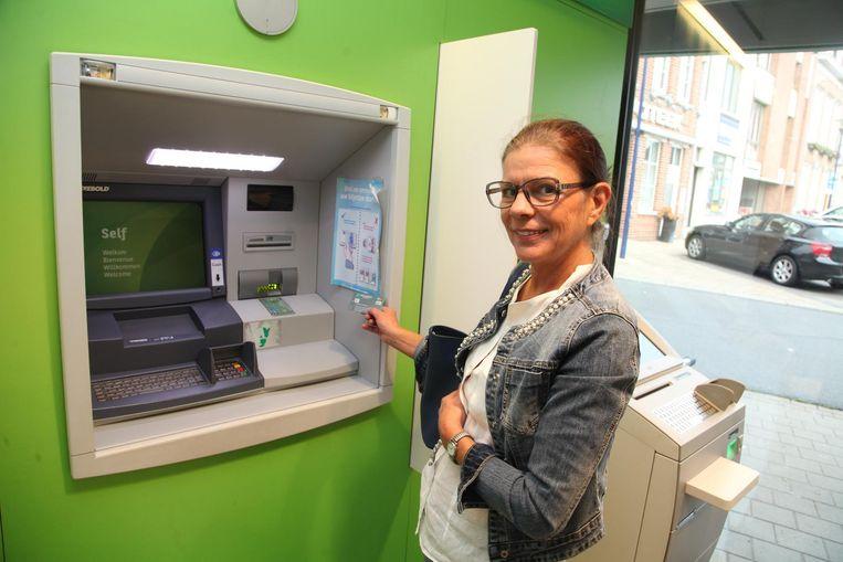 Dorine Liefooghe wil dat er een geldautomaat blijft in Rekkem.