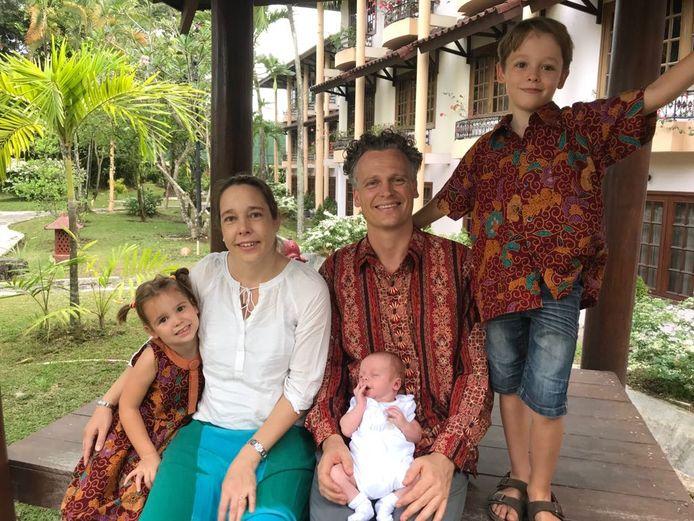 Laurens-Jan met zijn vrouw en drie kinderen.