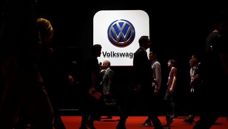 b3674069b6a VW trekt portemonnee open voor elektrisch rijden | Auto | HLN
