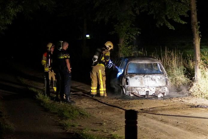 De auto brandde aan de Boeninksteeg brandde volledig uit.
