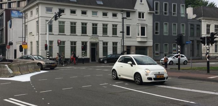 'Slimme' automobilisten omzeilden in 2017/2018 eenvoudig de tijdelijke barrière op de kruising Vestdijk-Kanaalstraat-Ten Hagestraat in Eindhoven.