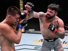 Un combattant UFC met un homme âgé KO dans un bar