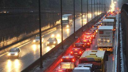 70 of 90 km/u bij regenweer = minder ongevallen en files