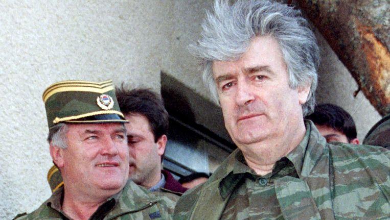 Radovan Karadzic, hier rechts, in 1995 samen met generaal Ratko Mladic. Beeld REUTERS