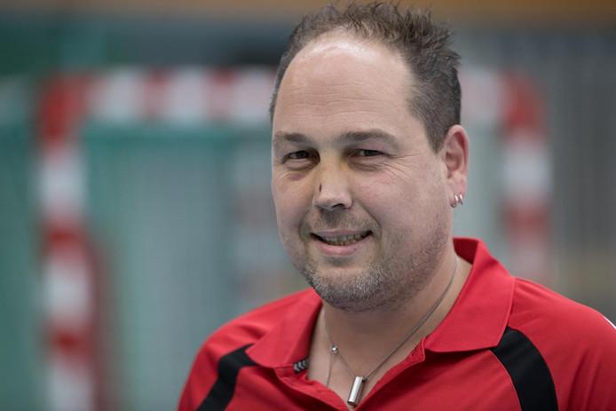 Onder leiding van trainer Egon Floors binden de handbalsters van Wijhe'92 de bekerstrijd aan met Nieuw-Heeten.