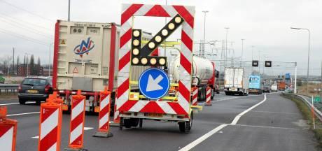 'Sinkhole' op A27 bij Gorinchem wordt gerepareerd: twee rijstroken dicht