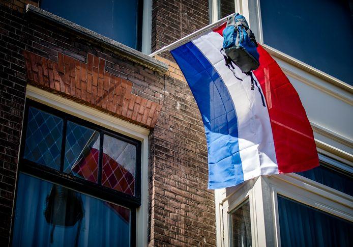 Op sommige plekken ging vandaag de vlag al uit. Leerlingen hoeven geen centraal eindexamen meer te doen dit jaar.