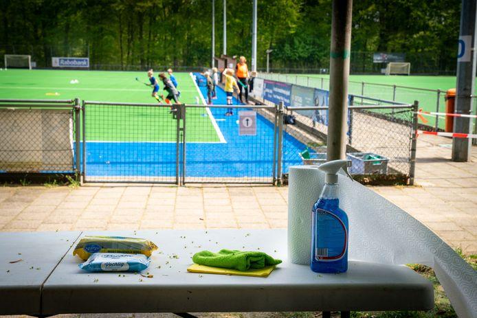 Hockeyclub AHC is op alles voorbereid tijdens de eerste jeugdtraining in weken.