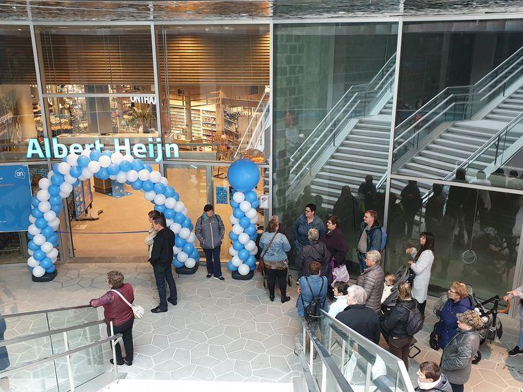 De klanten stonden al voor openingstijd te wachten om binnen te gaan.