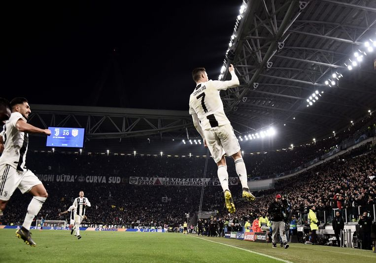 Ronaldo viert de 3-0. Beeld null
