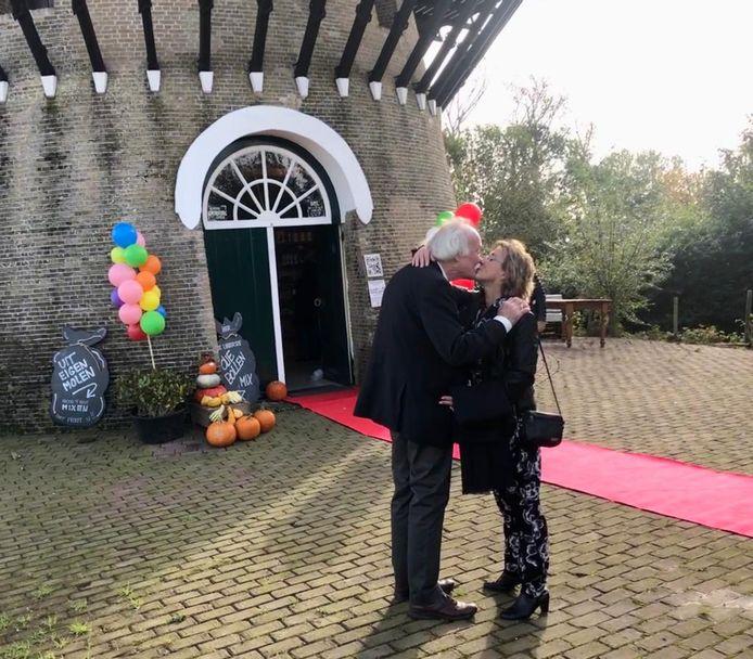 Jaap Zandee en Geertje van Dijk gaven elkaar het ja-woord in molen De Korenbloem te Kortgene.