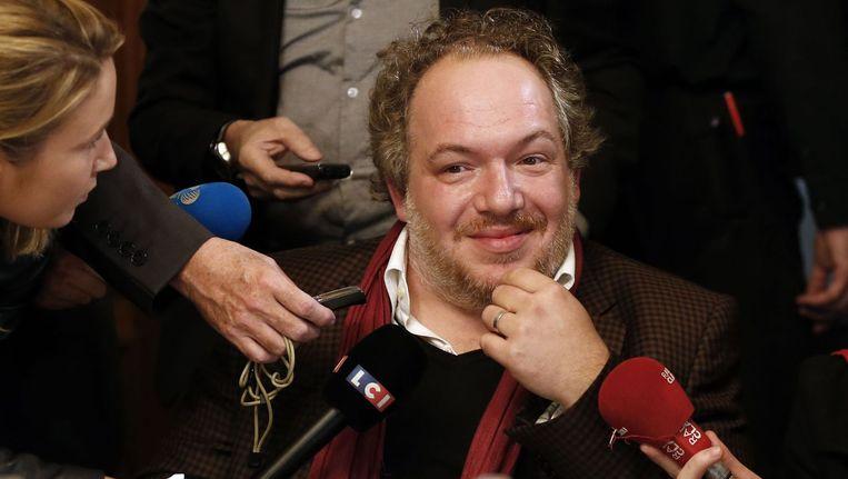 Mathias Enard staat de pers te woord nadat hij de Prix Goncourt heeft gewonnen. Beeld AFP