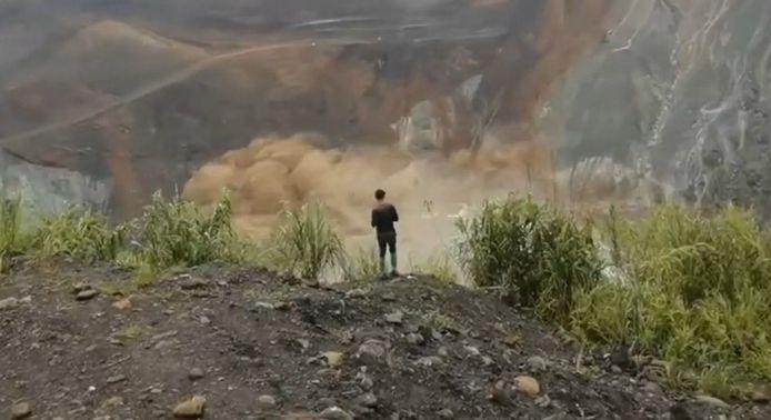 Un glissement de terrain a tué plus de 160 personnes dans le Sud-Est de l'Asie.