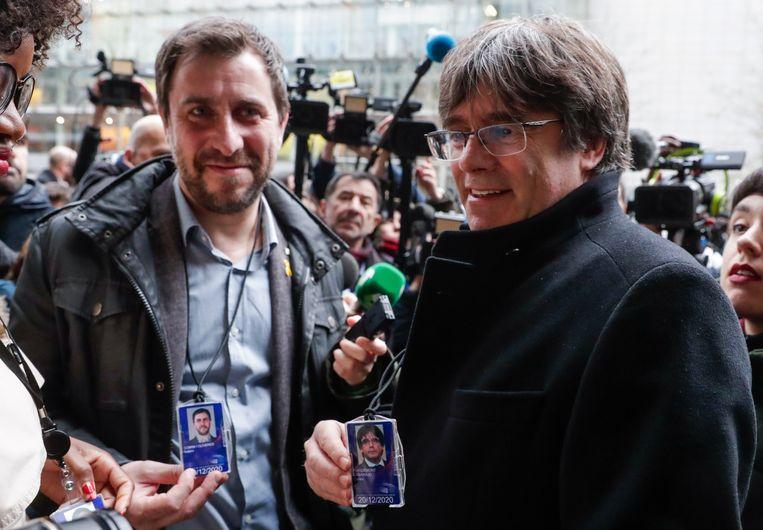 De voormalige Catalaanse premier Carles Puigdemont (r.) en ex-minister Toni Comin kregen vorige week dan toch een voorlopige erkenning als Europees parlementslid, na een voor hen gunstig oordeel van het Europese Hof van Justitie.