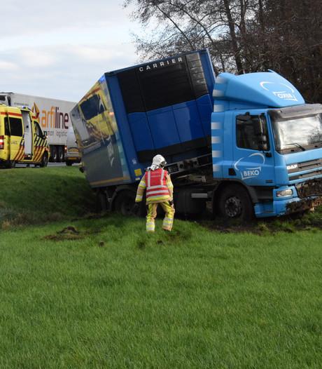 Vrachtwagenchauffeur raakt onwel op de N36