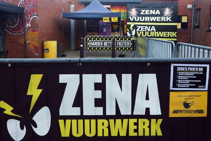 Een pick-up point vlak over de grens bij Baarle-Hertog waar mensen uit Nederland hun vuurwerk kopen.