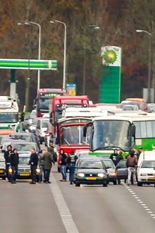 Tientallen voorstanders Zwarte Piet vervolgd om snelwegblokkade