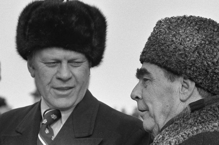 Gerald Ford (links) en Leonid Brezjnev. Beeld -