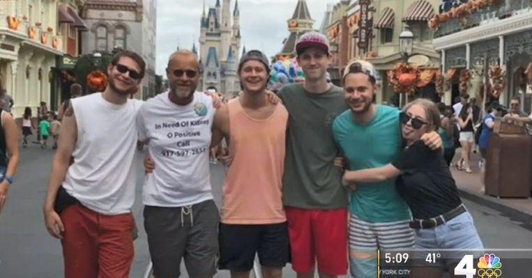 Robert Leibowitz met zijn vijf kinderen in Disney World.