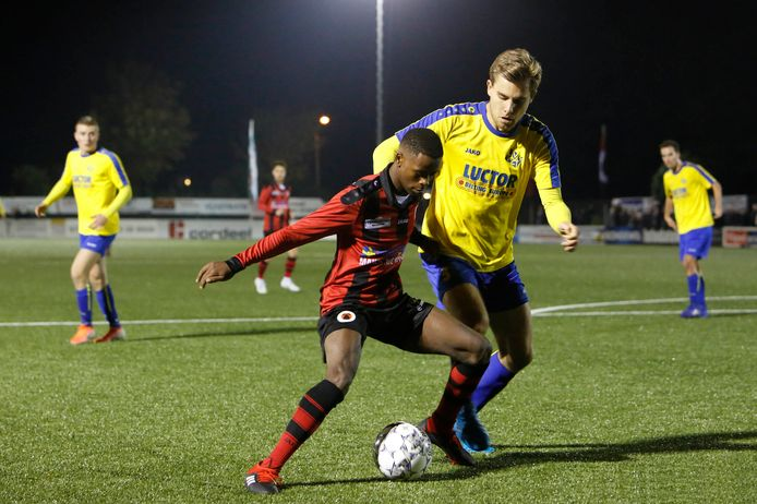 Terneuzen en HVV'24 (gele shirts) zijn allebei nog kansrijk in de eerste periode.