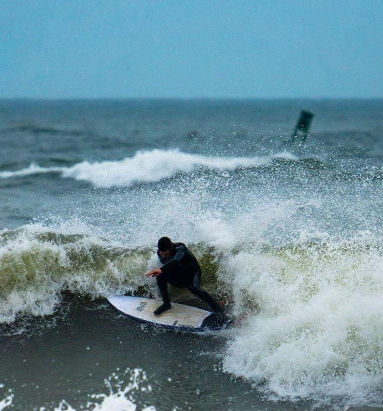Jeremy Johnston is een ervaren surfer die vaak op New Smyrna Beach in Florida vertoeft.