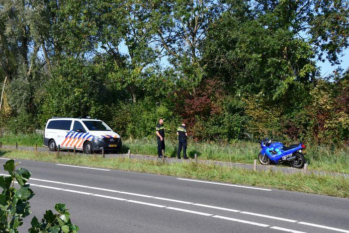 De motorrijder raakte bij een uitwijkmanoeuvre een paaltje waardoor hij ten val kwam.