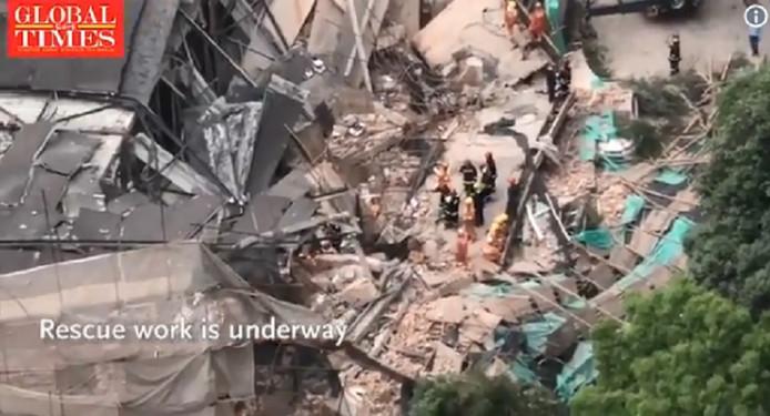"""Les secouristes ont indiqué que """"20 personnes"""" avaient été prises au piège du sinistre"""