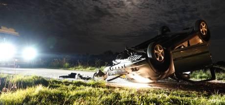 Auto over de kop bij Lunteren, inzittende gewond