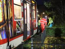 Voetgangster komt onder tram in Delft