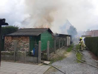 Tuinhuis vat vuur aan Doornboompad