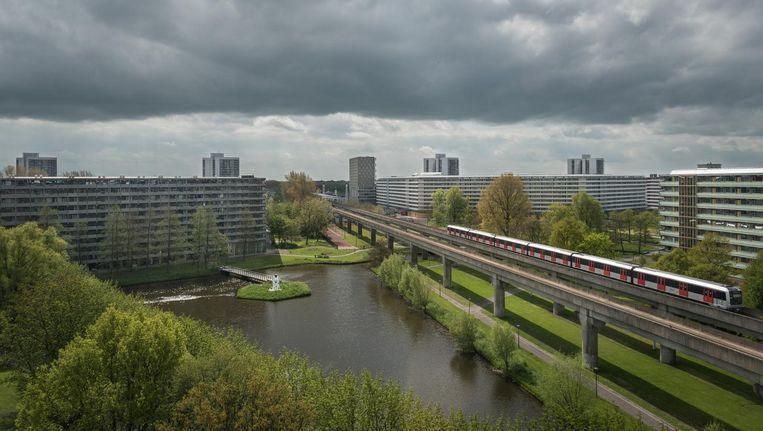 Een 116 meter lange metro in Zuidoost. Voortaan zouden alleen nog metro's van zestig meter moeten worden bijbesteld Beeld Rowin Ubink