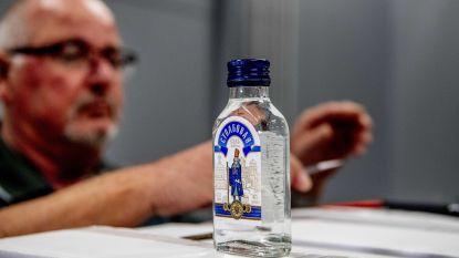 Nederlandse douane is Kim Jong-Un te slim af: dictator verstopt 90.000 flessen vodka onder vliegtuig