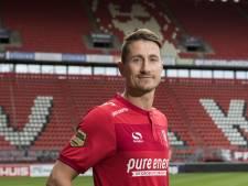 Paul Verhaegh zet handtekening bij FC Twente