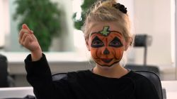 Halloween make-up: zo wordt je kind een pompoen in 5 stappen