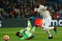 Romelu Lukaku passeert PSG-doelman Gianluigi Buffon, vorige maand in Parijs.