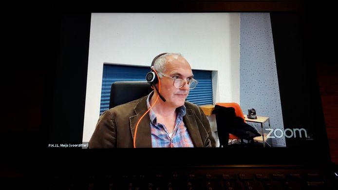 Peter Meijs (PvdA/GroenLinks) zat de online-vergadering, goed te volgen op de YouTube site van de gemeente Veere, van de commissie ruimtelijke ontwikkeling maandagavond voor.