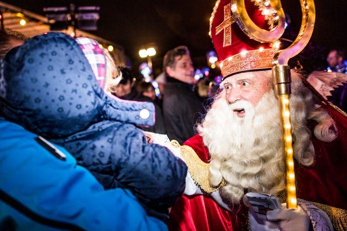Sinterklaas vertrekt uit Madriel.