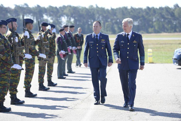 Basiscommandant Jeroen Poesen en koning Filip.