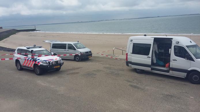De politie was met meerdere voertuigen aanwezig.