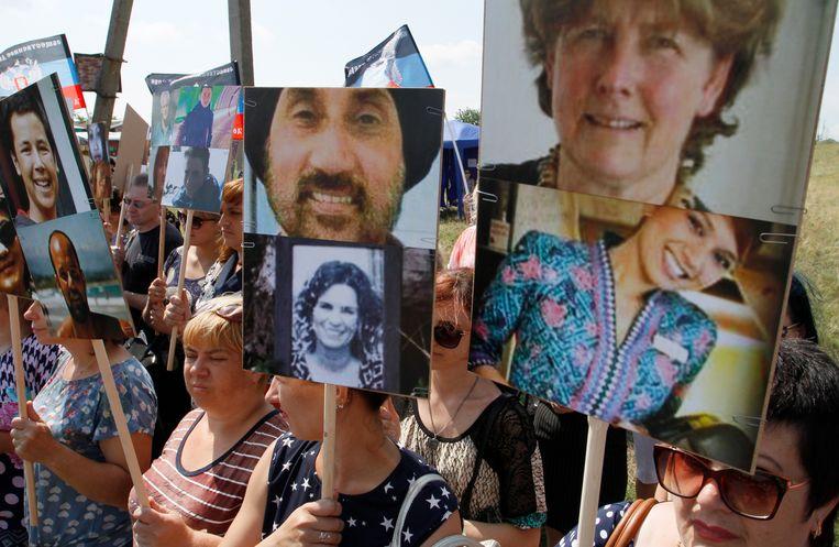 Portretten van de omgekomen passagiers op de vlucht.