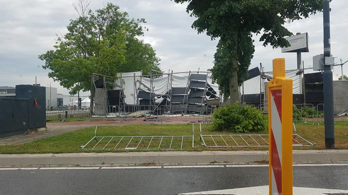 Bij de Automotive Campus in Helmond is de tribune ingestort. Daar wordt deze dagen een groot congres georganiseerd.